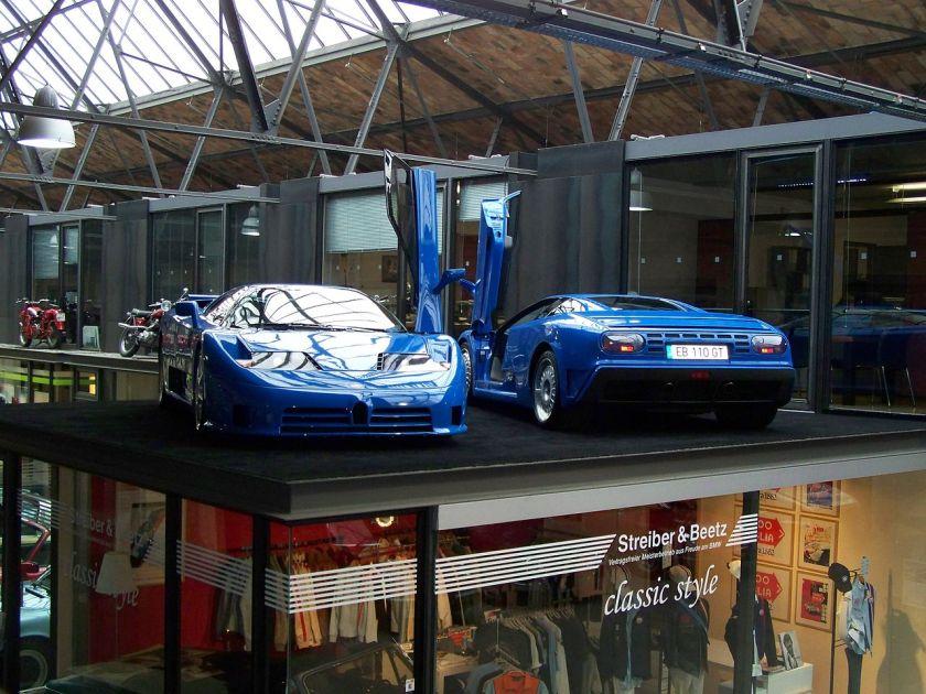 Bugatti EB110 SS et une EB110 GT.