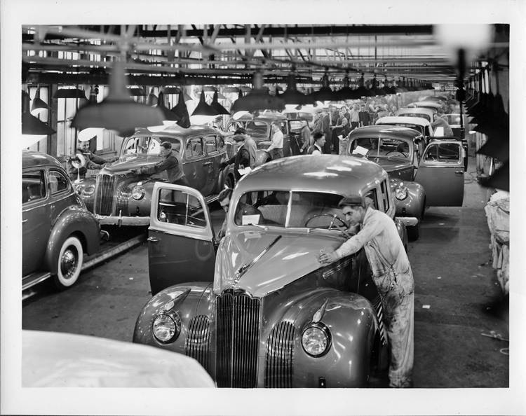 1941 la linea de montage de Packard modelos 110, 120, 160 y 180
