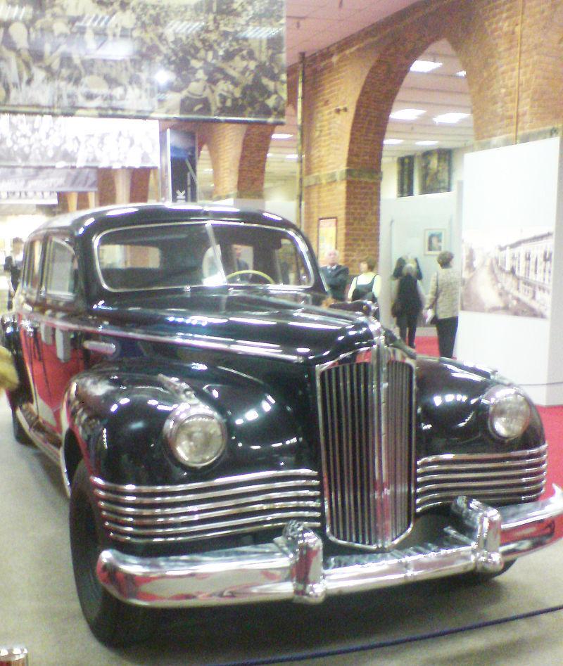 1942 ZIS-110 (1942–1958) ist dem Packard Custom Eight 180 der 20