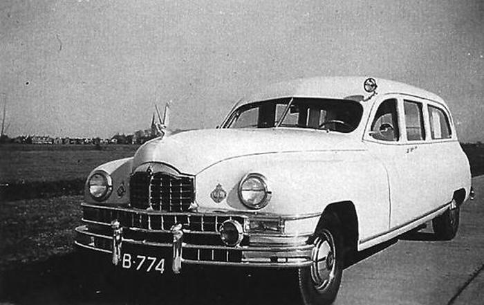 1947 Amerikaanse Packard Eight series ambulance uit 1947 van het Sint Antonius ziekenhuis in Sneek B-774b