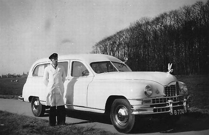 1947 Amerikaanse Packard Eight series ambulance van het Sint Antonius ziekenhuis in Sneek B-774