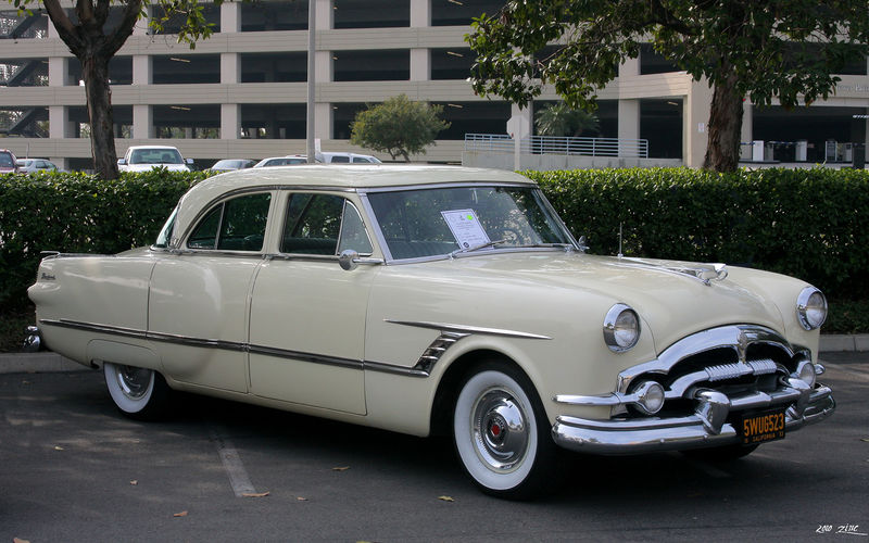 1953 Packard Cavalier Touring Sedan model 2602-2672 in Carolina Cream (26th series)
