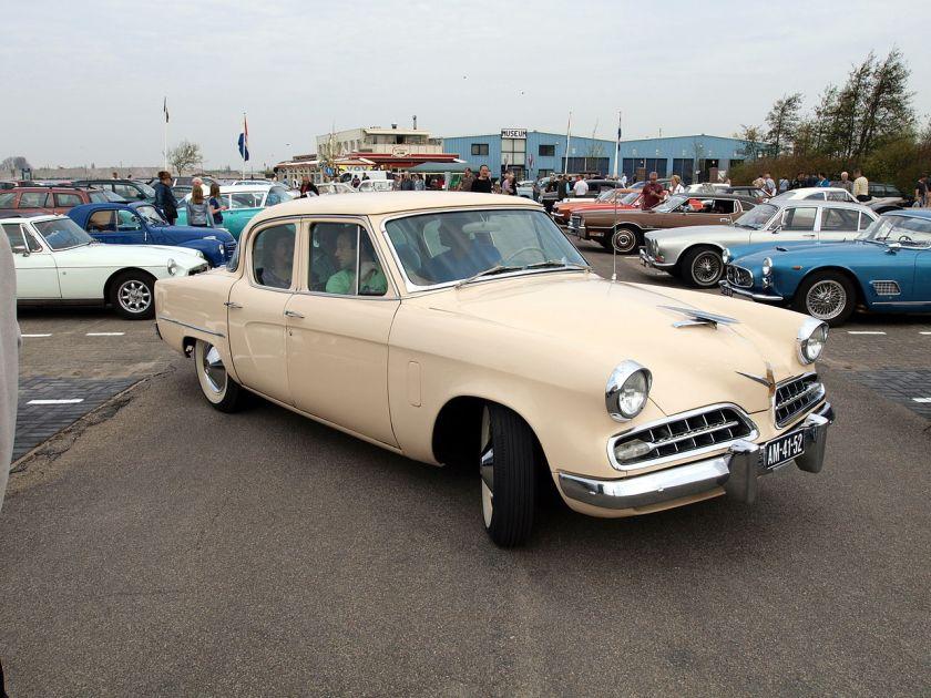 1954 Studebaker Champion Sedan. Facelift eines 1953 eingeführten, neuen Designs von Raymond Loewy. Der Champion war das basismodell des neuen Konzerns.