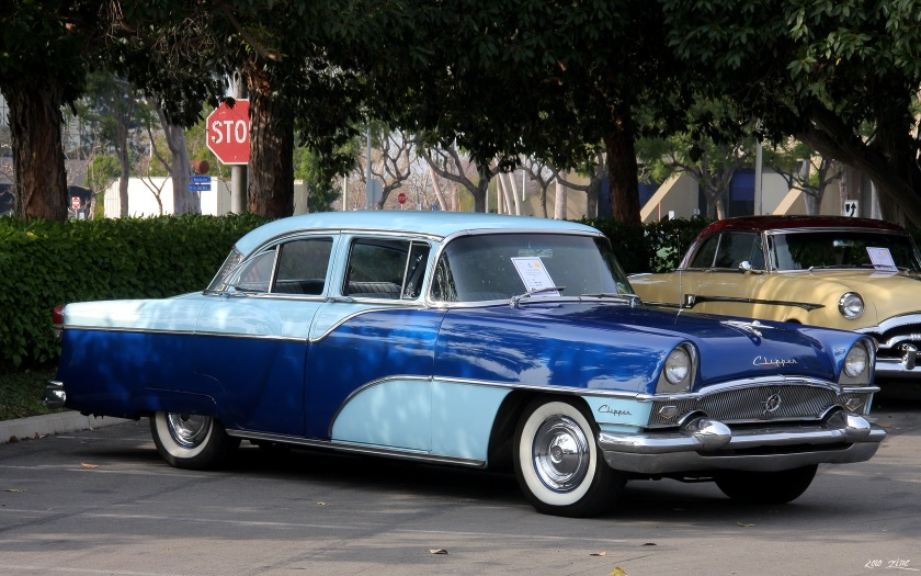 1955 Packard Clipper Custom Touring Sedan Modell 5562 spätere Ausführung mit gebogenem vorderen Zierstab.