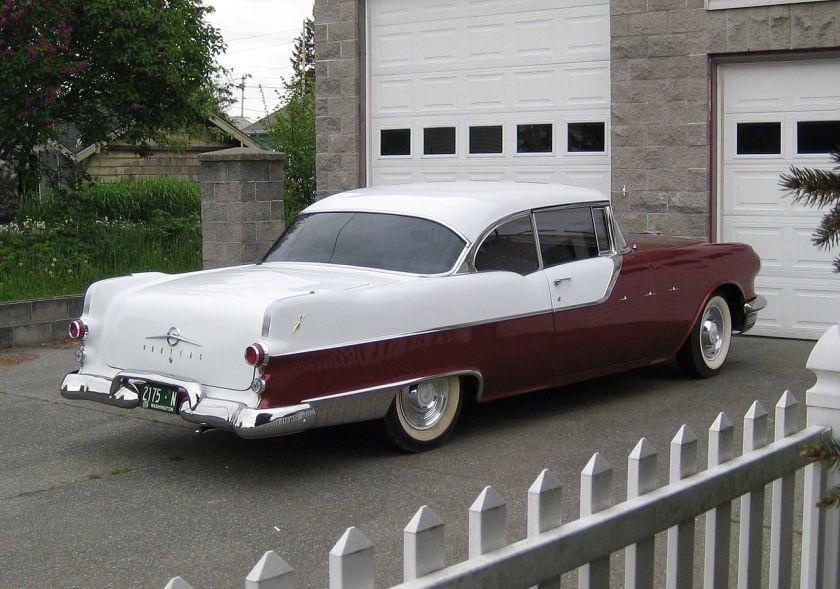 1955 Pontiac Star Chief Catalina Hardtop mit fast identischer Farbtrennung wie beim Packard Clipper