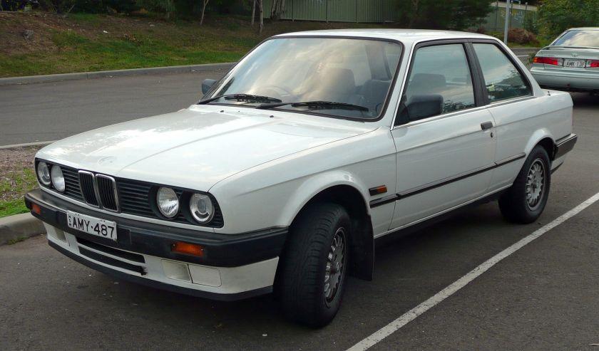 1988-1991 BMW 318i (E30) 2-door sedan 01