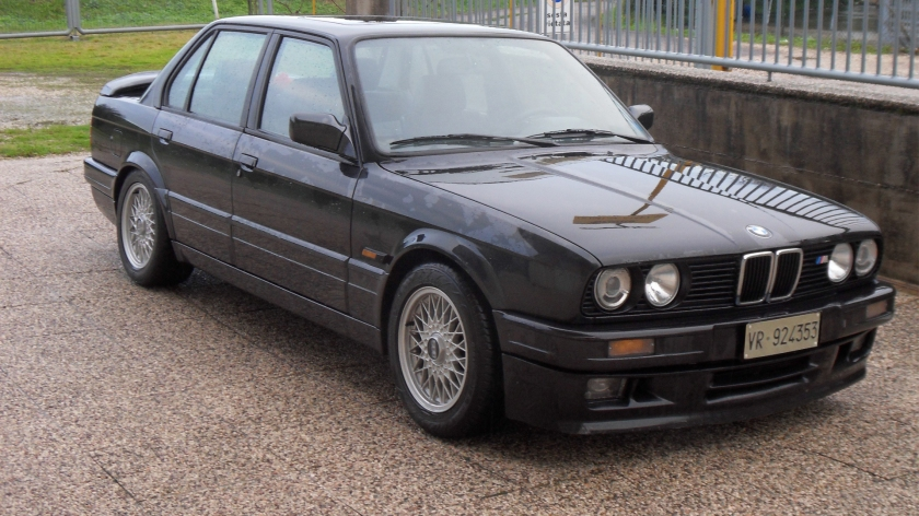 1990 BMW 320is 3-4 ant destra saloon
