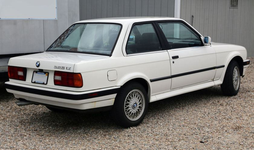 1991 BMW 325iX 2-dr, rear right