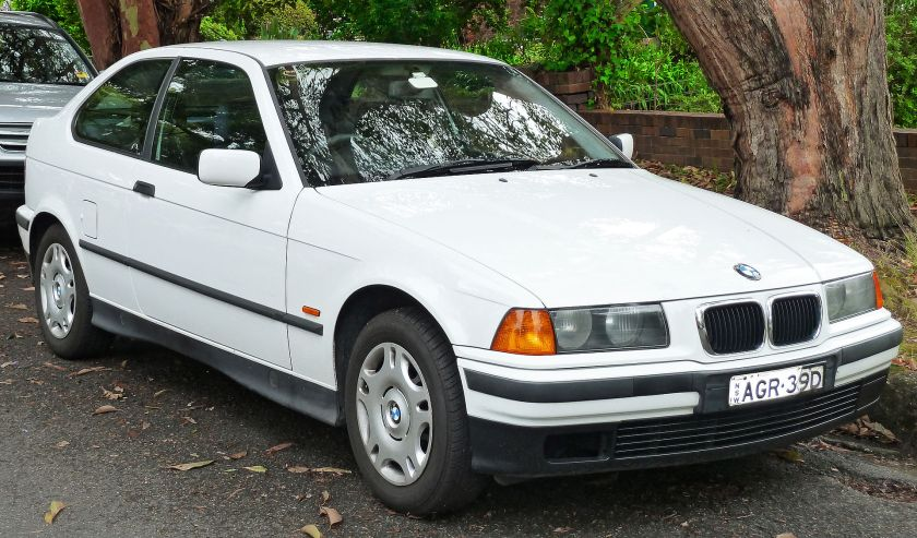 1998 BMW 316i (E36) hatchback 01