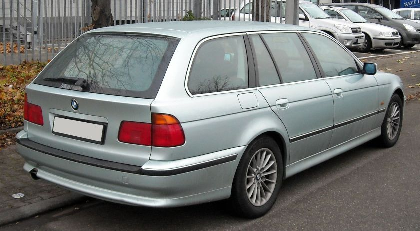 1998 BMW E39 Touring rear before facelift