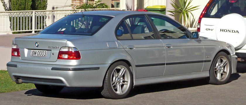 2000-03 BMW 530i (E39) Sport sedan 01