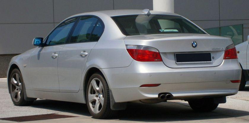 2004-2007 BMW 525d (E60, 5-Series) saloon in Cyberjaya, Malaysia (02)