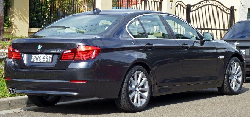 2010 BMW 528i (F10) sedan 01
