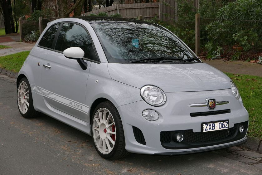 2013 Abarth 500 Esseesse hatchback 01