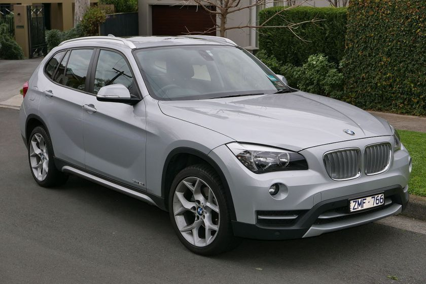 2013 BMW X1 (E84 LCI MY13) sDrive20i wagon 01
