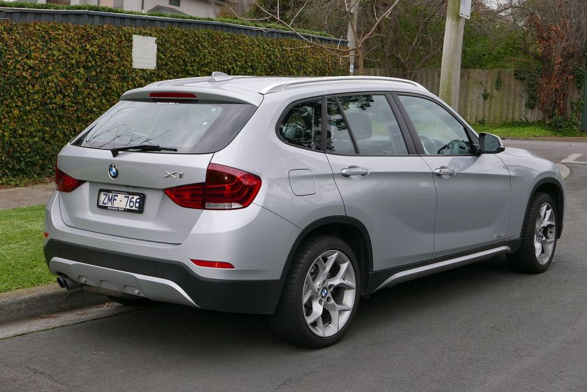 2013 BMW X1 (E84 LCI MY13) sDrive20i wagon 02