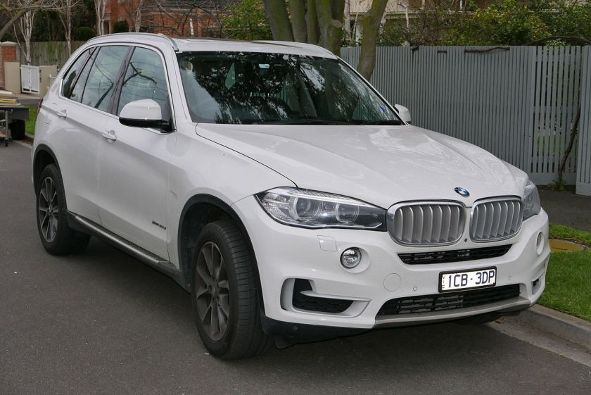 2014 BMW X5 (F15) xDrive30d wagon 01