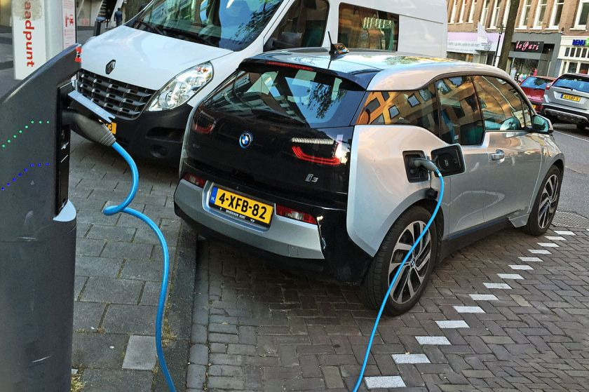 2015 BMW i3 charging in Amsterdam(2)