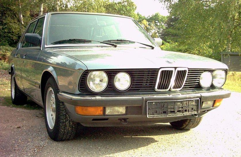 BMW 525i E28 01