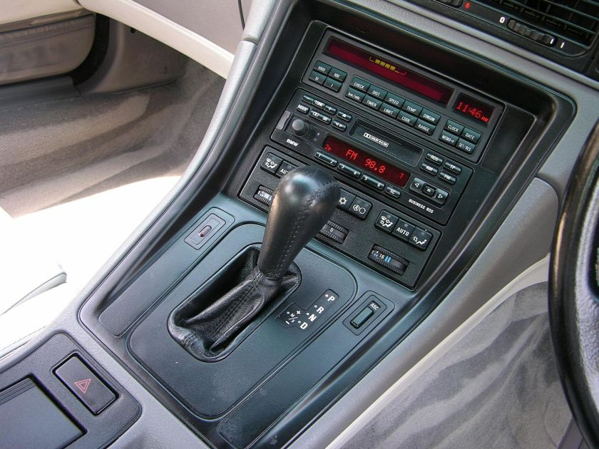 BMW 840 Ci Sport center console