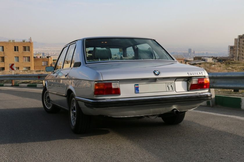 BMW E12 520i, rear