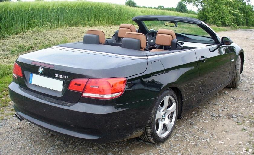 BMW E93 325i Saphirschwarz offen Heck
