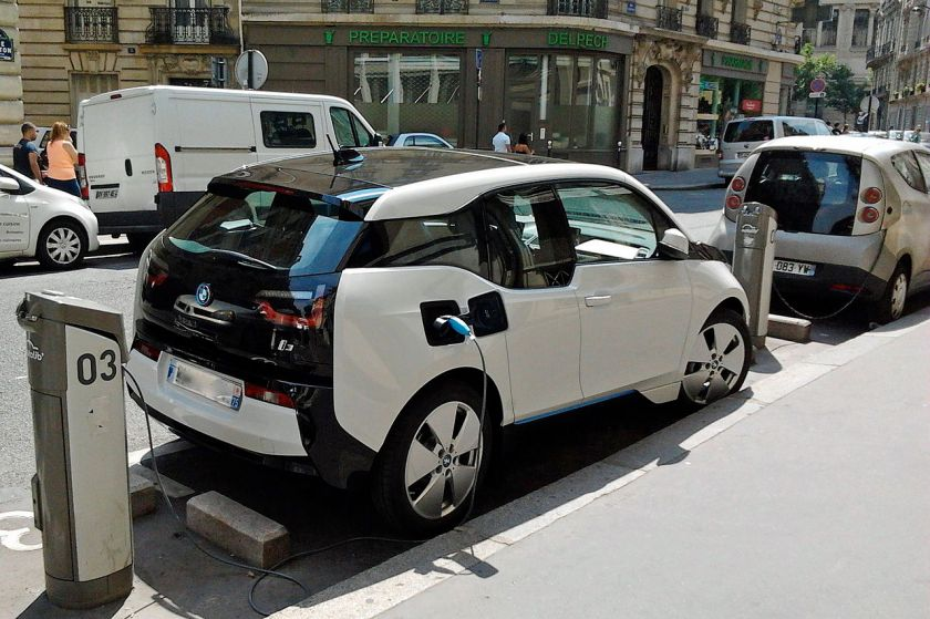 BMW i3 charging on_Autolib' station in Paris trimmed