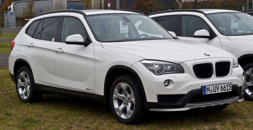BMW_2014 BMW X1 xDrive20d_(E84,_2._Facelift)_–_Frontansicht,_7._Dezember_2014,_Düsseldorf