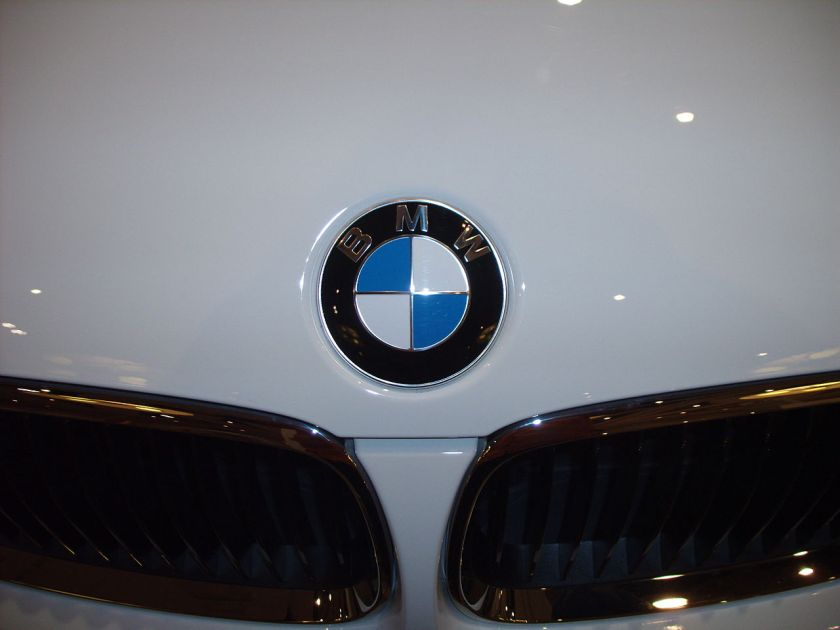 BMW_Logo_on_White_Car