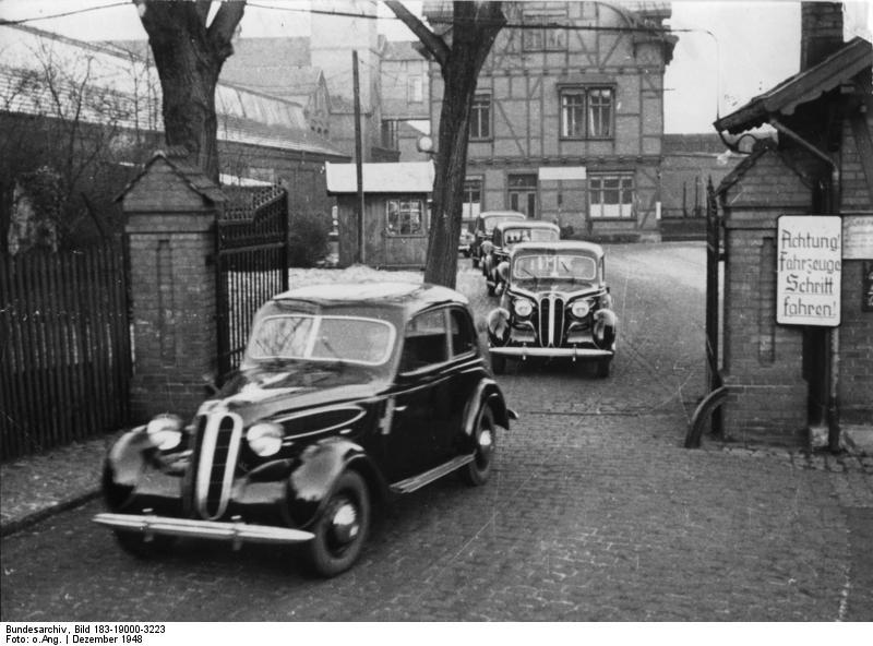 ADN-ZB/Archiv BMW-Werke Eisenach Die volkseigenen BMW-Werke Eisenach lieferten soeben die ersten 15 BMW-Personenkraftwagen an die DWK für den zivilen Bedarf.