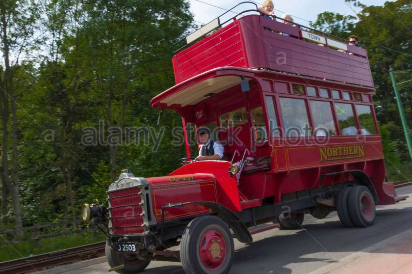 1913-cc-daimler-bus-at-beamish-museum-of-northern-life-passing-DAHEF8