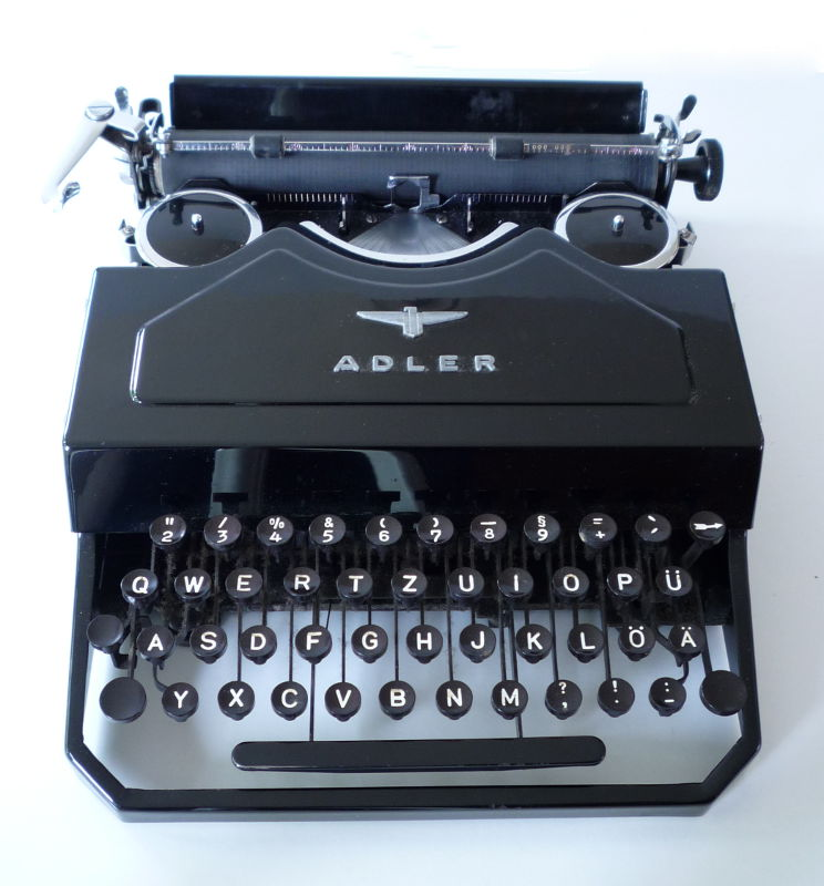 1930's Stoßstangen-Kofferschreibmaschine Adler