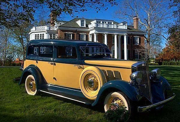1933 Hupmobile Sedan