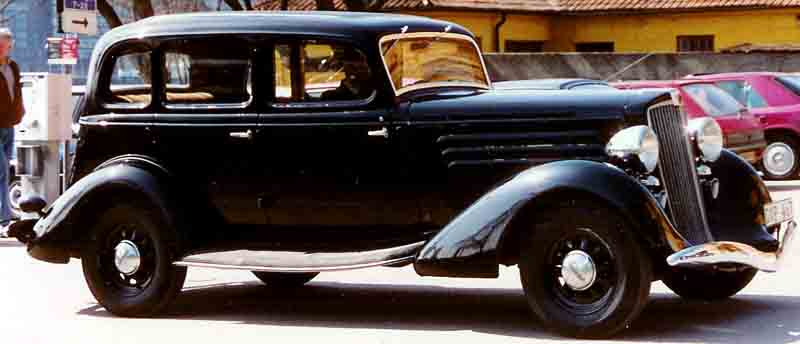 1934 Hupmobile 417 W Sedan