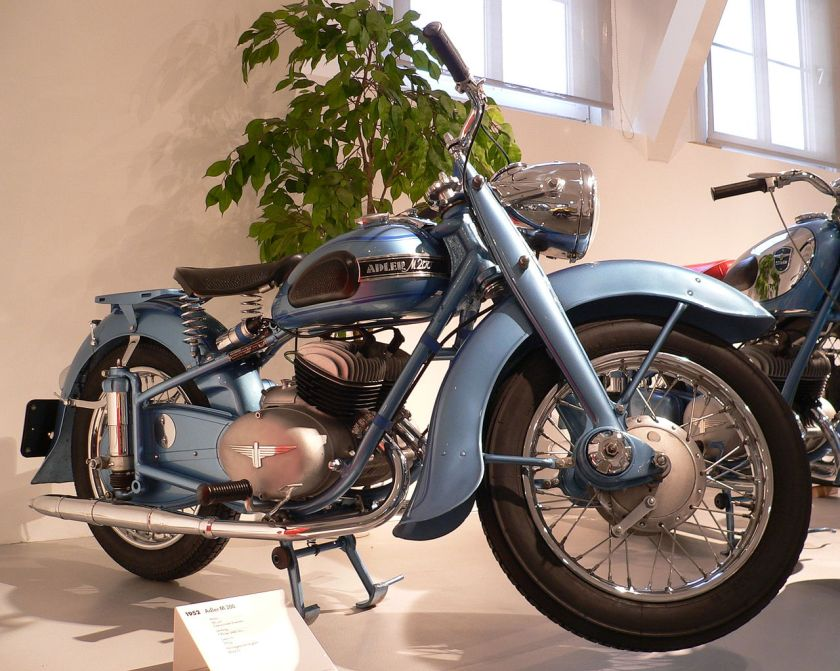 1952 ZweiRadMuseumNSU Adler M200