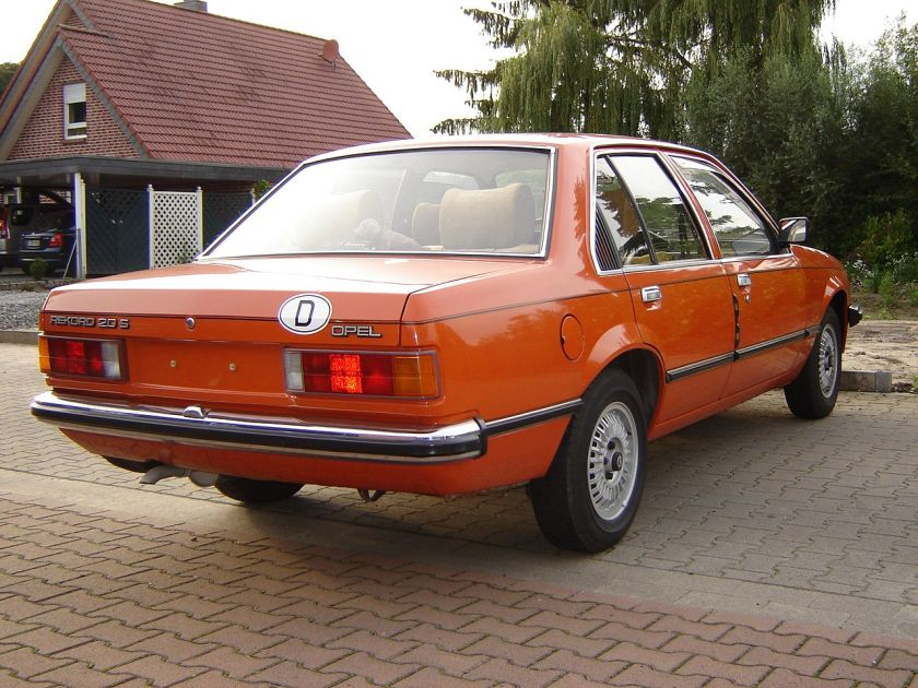1977–86 Opel Rekord E1 rear