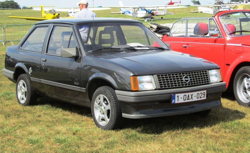 1982-87 Opel_Corsa_A_2-door_notchback_prefacelift_at_Schaffen-Diest_Fly-drive_2013