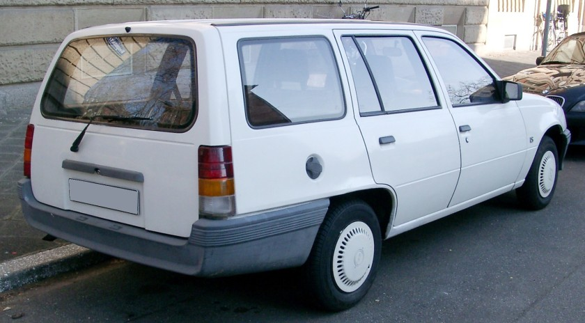 1984–1989 Opel Kadett E Kombi rear