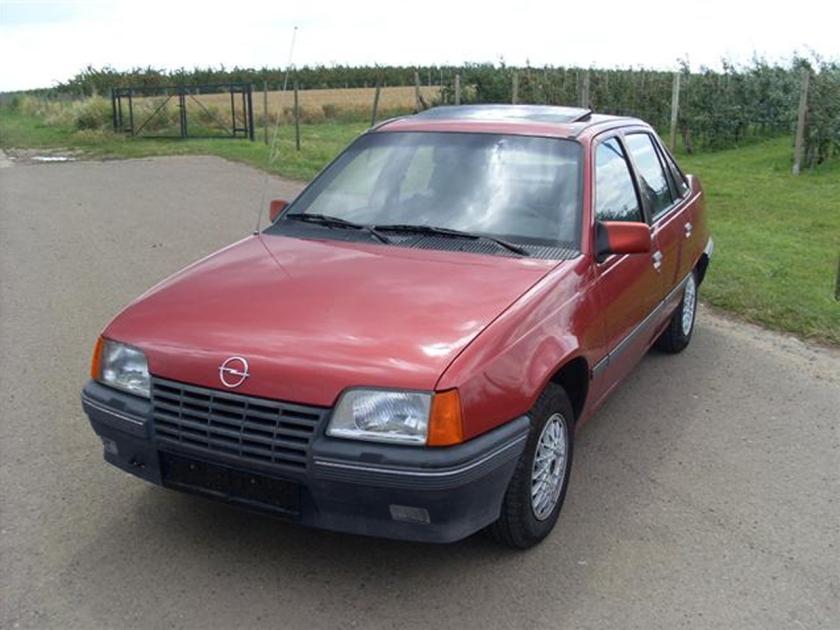 1985-89 OPEL-VAUX-KADETT-E sedan