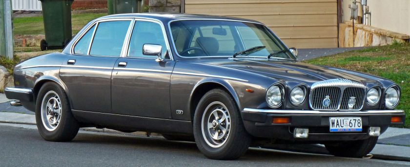 1986-1988 Daimler Double Six sedan 01