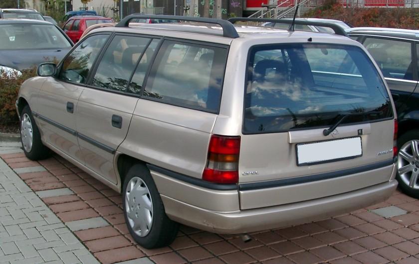 1994-98 Opel Astra Caravan rear