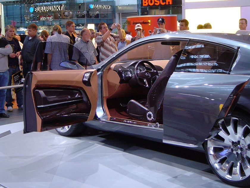 2003 Opel Insignia Concept with rear sliding doors