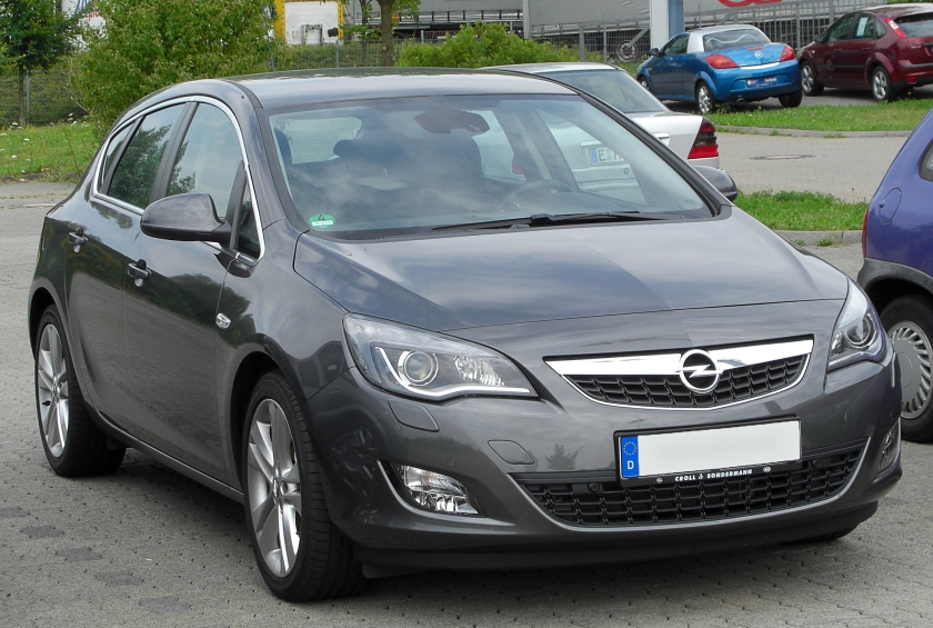 2010 Opel Astra J front