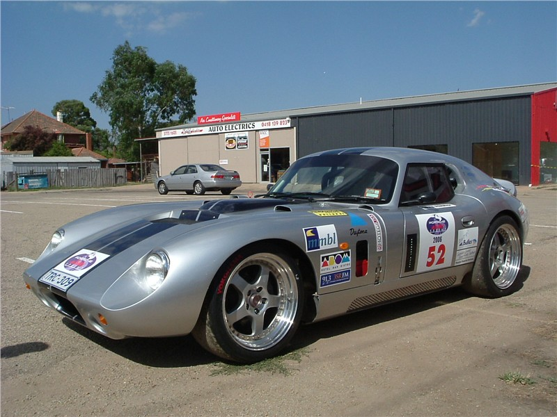 ac-cobra-daytona-coupe-replica-02