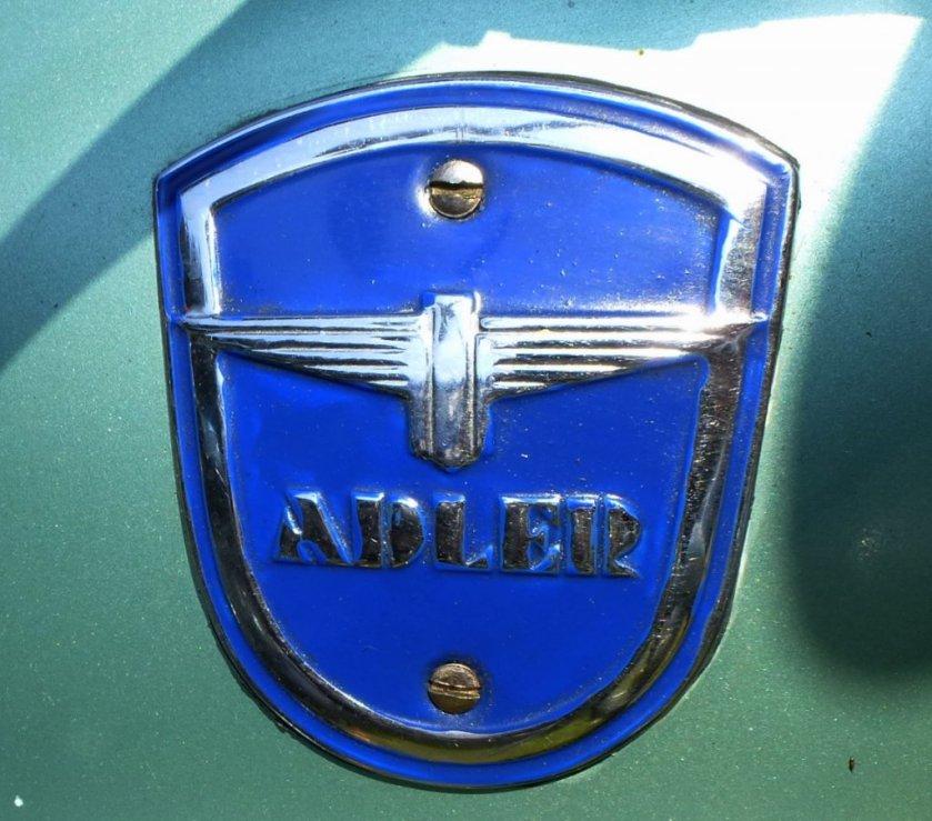 adler tankemblem-an-einem-oldtimer-motorrad-84410