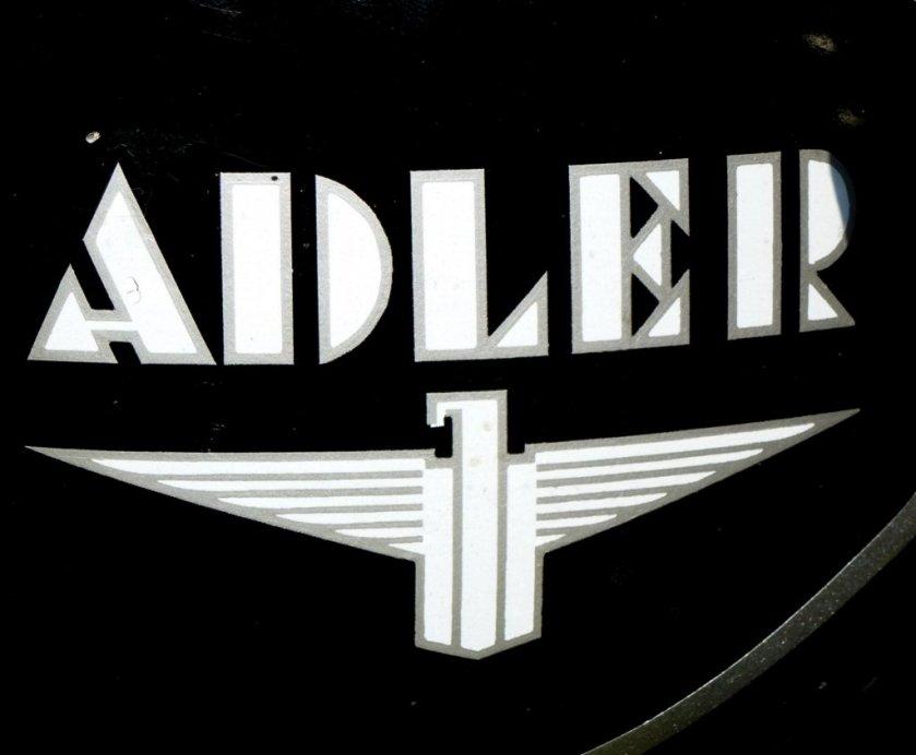 adler-tankemblem-an-einem-oldtimer-motorrad-84615