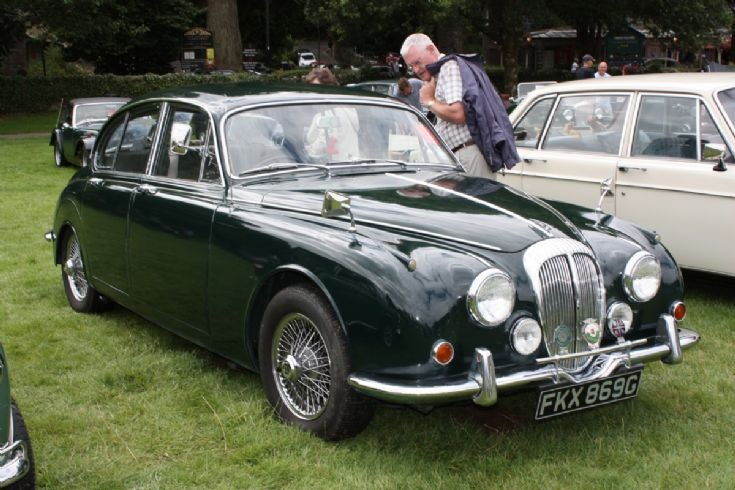 Daimler 250 V8 in a Jaguar MK1-2 shell