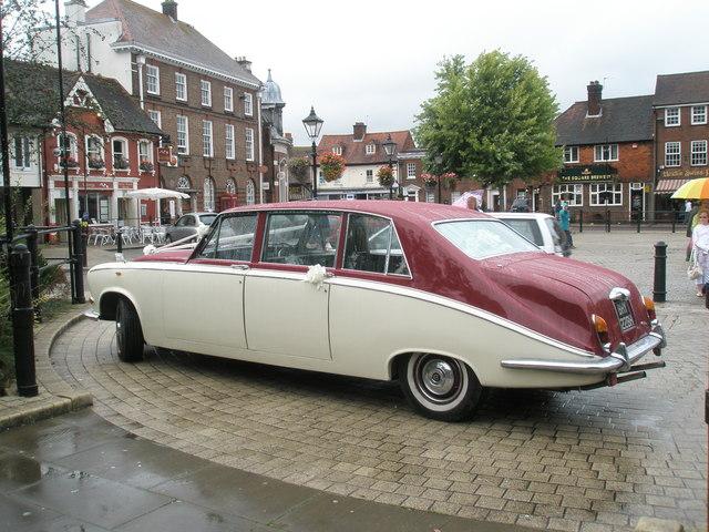 Daimler DS420 Limoisine Jaguar Mark X Magnificent_car_outside_St_Peter's