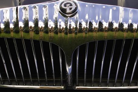 Daimler Grill und Signet