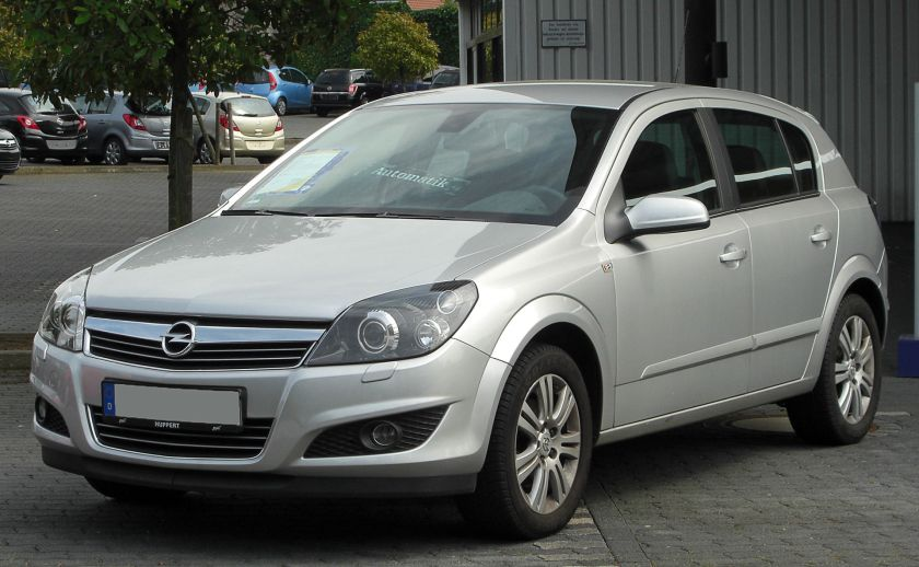 Opel Astra S400 Hybrid 1.8 Innovation Facelift front